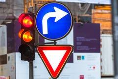 Señales y lámpara de tráfico Fotos de archivo libres de regalías