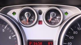 Señalización de la emergencia del coche almacen de metraje de vídeo