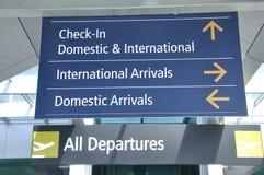 Señalización del aeropuerto imágenes de archivo libres de regalías