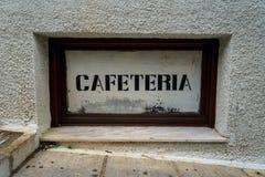 Señalización rústica lateral de la impresión de la cafetería del vintage de la calle en el fondo blanco en marco de madera oscuro Imágenes de archivo libres de regalías