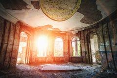 Señorío o mansión abandonado arruinado antiguo Foto de archivo