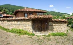 Señorío rural viejo en los Balcanes fotos de archivo