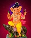 Señor Ganesha que se sienta en ratón imágenes de archivo libres de regalías