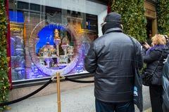 Señor y Taylor NYC de la exhibición de la ventana de la Navidad Foto de archivo libre de regalías