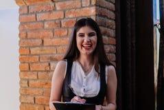 Señora agradable del negocio en el café Retrato Foto de archivo
