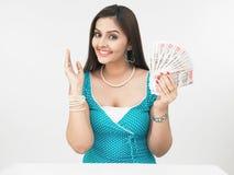 Señora asiática con las notas del dinero en circulación Fotografía de archivo