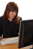 Señora atractiva del asunto en la PC Imagenes de archivo