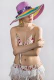 Señora atractiva en un sombrero Fotos de archivo