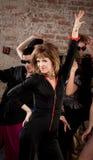 Señora bonita Dancing en un partido de la música del disco de los años 70 Foto de archivo libre de regalías