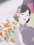 Señora bonita en Qipao China imagenes de archivo