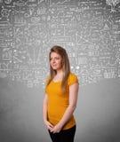 Señora bonita joven con cálculos e iconos dibujados mano Imagenes de archivo