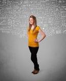 Señora bonita joven con cálculos e iconos dibujados mano Fotografía de archivo libre de regalías