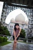 Señora china en al aire libre, Putrajaya, Malasia de la oficina Foto de archivo libre de regalías