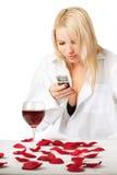 Señora con el móvil Imagen de archivo