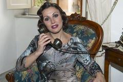 Señora con el pelo en estilo retro Imagenes de archivo