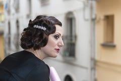 Señora con el pelo en estilo retro Foto de archivo