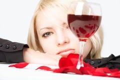 Señora con el vino Fotos de archivo