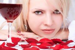 Señora con el vino Foto de archivo