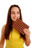 Señora con la barra de chocolate grande imágenes de archivo libres de regalías