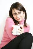 Señora con la taza a disposición Imagenes de archivo