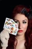 Señora con las tarjetas que juegan imagen de archivo libre de regalías