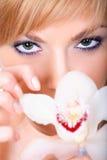Señora con una flor Imagen de archivo libre de regalías