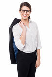 Señora corporativa con la chaqueta lanzada con una honda sobre su hombro Imagen de archivo