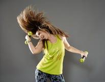 Señora de la aptitud que hace danza cardiia Fotos de archivo