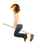 Señora de la limpieza divertida con el vuelo de la fregona imagen de archivo libre de regalías