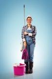Señora de la limpieza en azul foto de archivo libre de regalías
