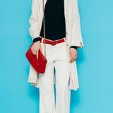 Señora de la moda en ropa blanca elegante Imágenes de archivo libres de regalías