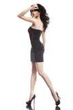 Señora de la moda en vestido negro Imagenes de archivo