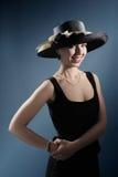 Señora de moda con el sombrero Imagenes de archivo