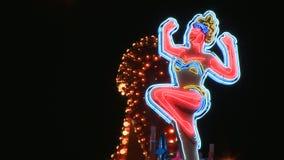 Señora de neón Boot Sign en Las Vegas almacen de metraje de vídeo