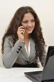 Señora del asunto que habla en el teléfono Foto de archivo libre de regalías