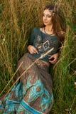 Señora del hippie en los campos Fotografía de archivo libre de regalías