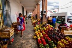Señora del mercado fresco fotos de archivo