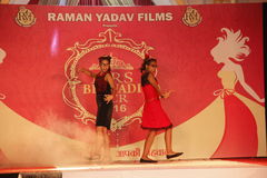 señora Desfile de moda de Bhiwadi NCR - Raman Yadav Films Foto de archivo