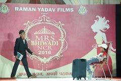 señora Desfile de moda de Bhiwadi NCR - Raman Yadav Films Fotografía de archivo