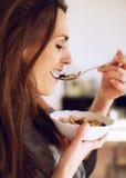 Señora Eating Her Cereal Indoors Foto de archivo libre de regalías