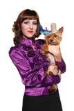 Señora elegante con el pequeño perro lindo Fotografía de archivo libre de regalías