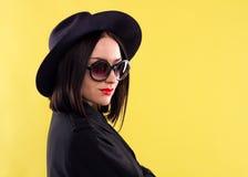 Señora elegante In Sunglasses de la moda foto de archivo libre de regalías