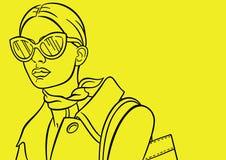 Señora en el fondo amarillo Fotografía de archivo