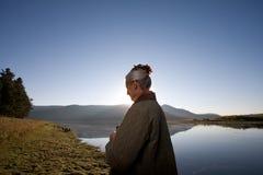 Señora en el lago imagen de archivo libre de regalías