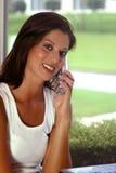 Señora en el teléfono imagen de archivo libre de regalías