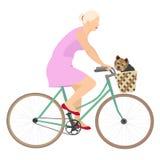 Señora en la bicicleta con el terrier de Yorkshire Imágenes de archivo libres de regalías