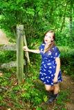 Señora en la cerca Imagen de archivo