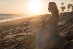 Señora en la playa Fotos de archivo