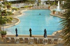 Señora en piscina Imagen de archivo libre de regalías