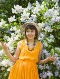 Señora en sombrero con la lila Imagen de archivo libre de regalías